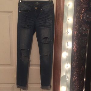 Denim - *SALE* $5 🌻 Distressed Skinny Blue Jeans